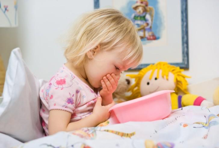 Разновидности и симптомы гастроэнтерита у детей, особенности лечения и профилактики