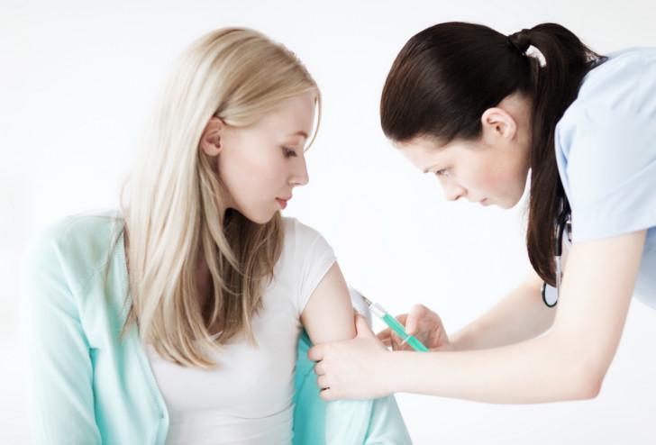 Прививка от кори на ранних сроках при беременности и на 2 и 3 триместрах: какие последствия для беременной?