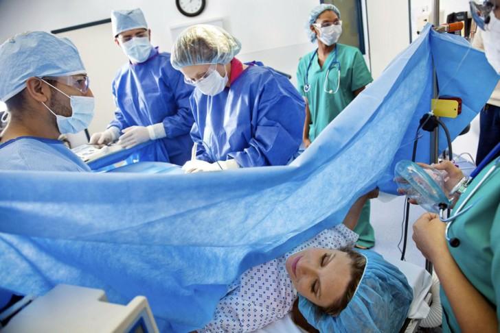 Операция кесарева сечения: что это такое, как делают, какой порядок подготовки роженицы в роддоме?