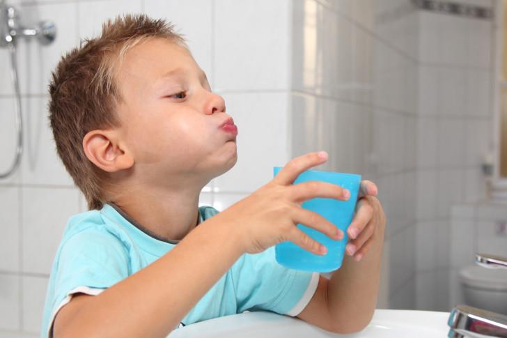 Как быстро вылечить стоматит у детей в домашних условиях: народные средства, полоскания и обработка язв