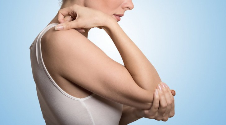 Почему после родов болят суставы ног и рук, колени и пальцы при приседании, вставании и сгибании и что с этим делать?