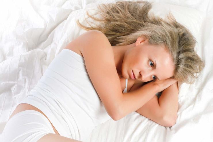 После задержки менструации пошли скудные месячные: каковы причины, возможна ли беременность?