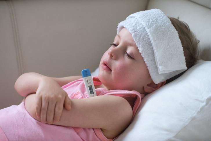 При ухудшении состояния здоровья малыша необходимо немедленно обратиться за квалифицированной медицинской помощью