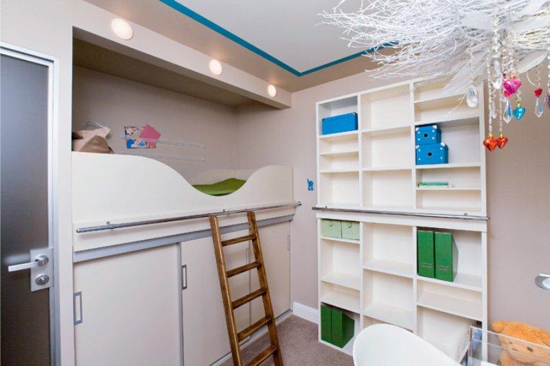 Фото-идеи дизайна детской комнаты 8-9 кв м для девочки, мальчика или двоих детей