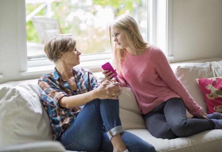 Сколько дней в норме должны длиться месячные у девушек и женщин, какие отклонения от средних цифр считаются патологией?