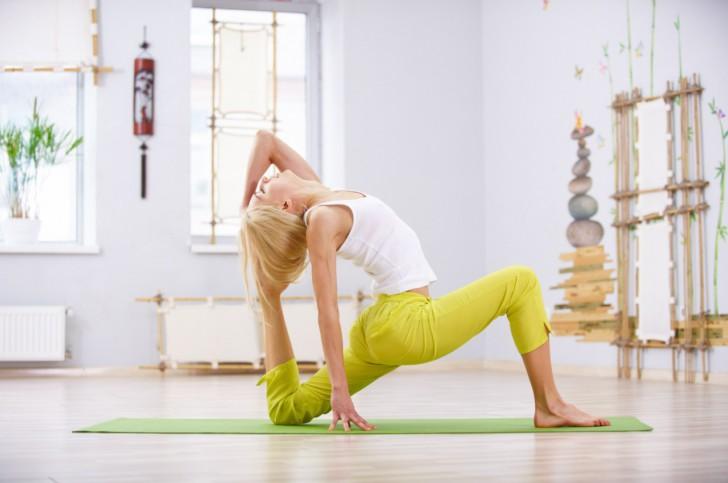 Когда можно начинать заниматься йогой после родов, как правильно выполнять упражнения дома?