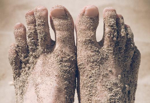 ноги в песке