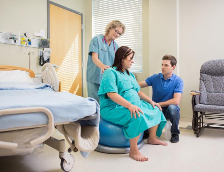 Как нужно правильно дышать при схватках, чтобы облегчить боль: пошаговое описание техники дыхания во время родов