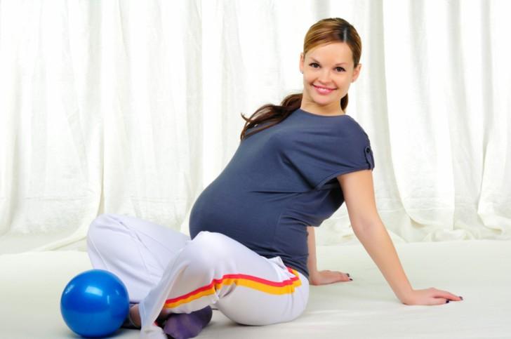 Упражнения для беременных перед родами, чтобы ребенок перевернулся вниз головой при тазовом предлежании