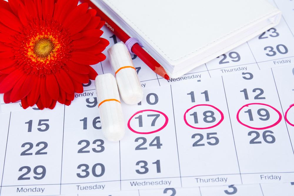 Через сколько дней должны приходить месячные и как долго они длятся, как понять, что менструация скоро начнется?