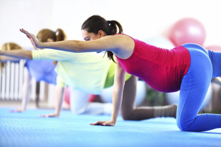 Гимнастика в 3 триместре беременности: упражнения ЛФК в домашних условиях, зарядка и аэробика