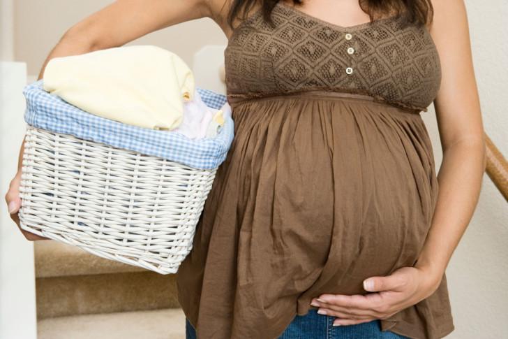 Почему нельзя поднимать тяжелое беременным: какие последствия могут быть от поднятия тяжестей во время беременности?