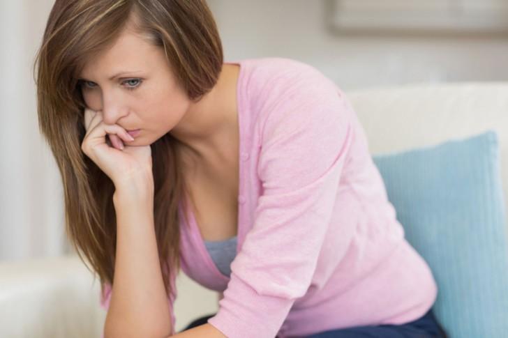 Естественные и патологические причины задержки месячных на 6 дней, тактика лечения