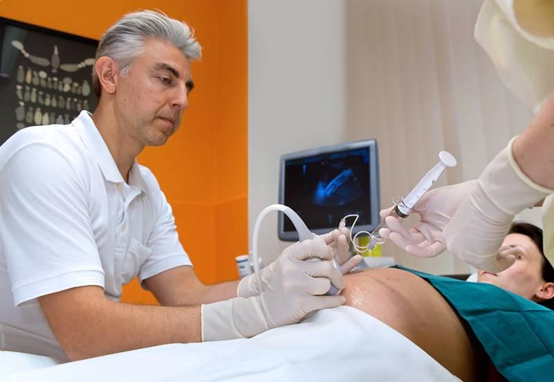 Амниоцентез: как и для чего делают прокол живота во время беременности и анализ амниотической жидкости, больно ли это?