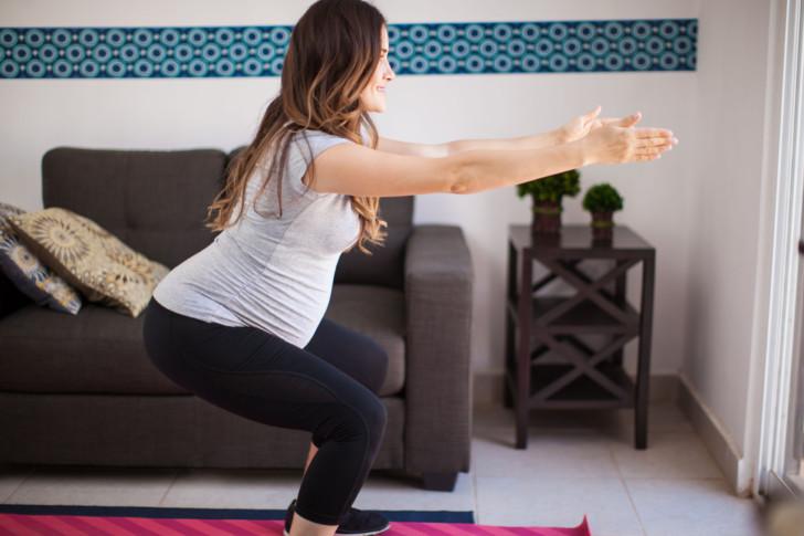Можно ли во время беременности приседать или сидеть на корточках на ранних сроках, во 2 и 3 триместрах?