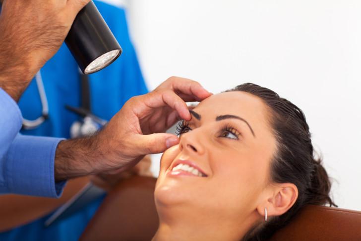 После беременности и родов упало зрение: какие причины ухудшения, как избежать проблем с глазами?