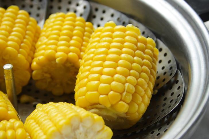 Отварная кукуруза