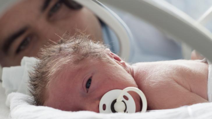 Причины и симптомы преждевременных родов, отличия от выкидыша, действия при угрозе раннего родоразрешения и профилактика
