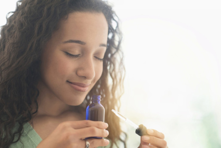 Причины, симптомы и лечение головных болей во время месячных: почему возникают и что принимать при менструации?