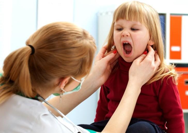 Какие антибиотики можно применять при стоматите у детей: лечение Флемоксином, Амоксиклавом и другими препаратами