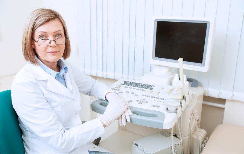 Можно ли во время месячных делать УЗИ органов малого таза, в каких случаях и как проводится процедура при менструации?