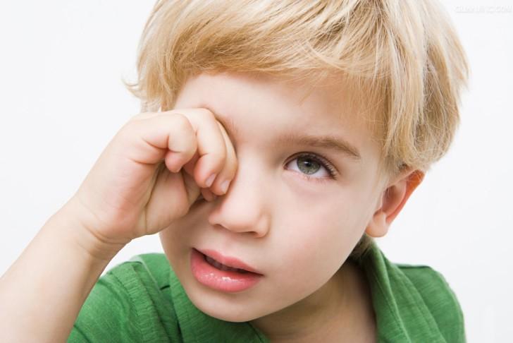 При жалобах ребенка на боль в глазах необходимо обязательно проконсультироваться с опытным офтальмологом