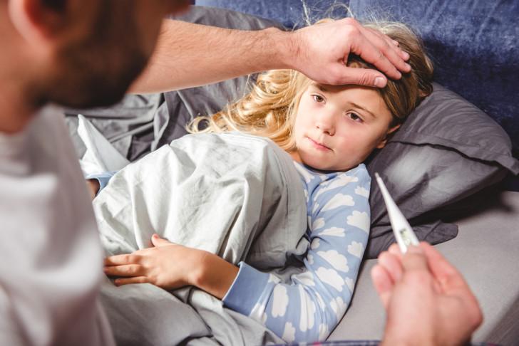 Чем быстро вылечить простуду у ребенка, что дать при первых признаках болезни: лекарства и народные средства