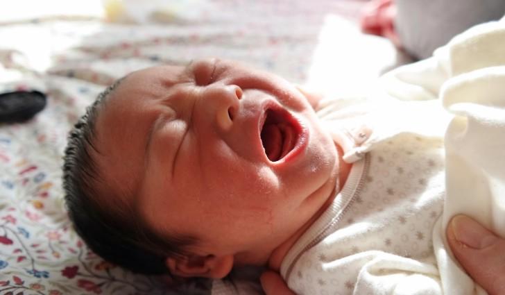 Симптомы грыжи белой линии живота у ребенка, лечение без операции и хирургическим способом