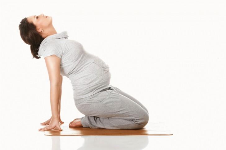 Почему во время беременности появляются растяжки на животе и других зонах, как их избежать и чем можно убрать?