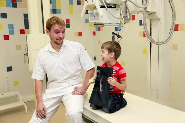 Пневмония у детей: как распознать первые симптомы воспаления легких и вовремя начать лечение?