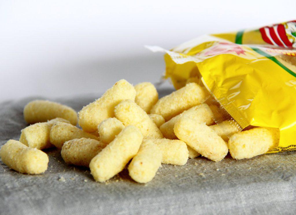 Польза и вред сладких кукурузных палочек: сколько в них калорий, можно ли детям и кормящим мамам?
