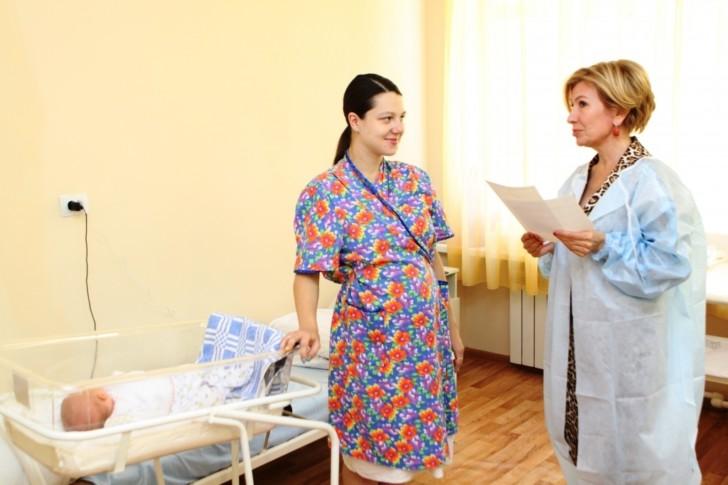 Сколько дней нужно лежать в роддоме после родов, от каких факторов это зависит?