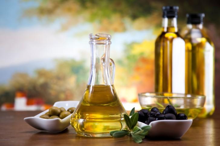 Помогает ли от растяжек при беременности оливковое масло, как его правильно применять?