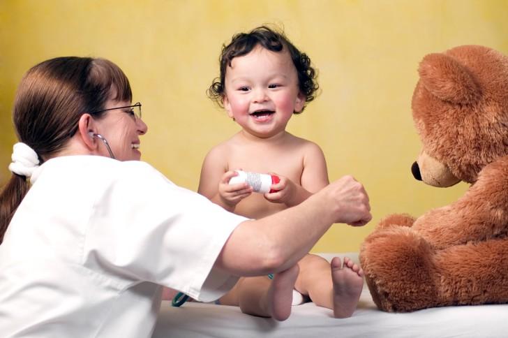 Какие антибиотики лучше давать ребенку при сильном кашле, с насморком, температурой: список эффективных средств
