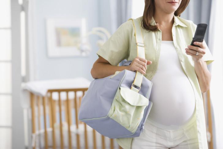 Когда и в чем нужно ехать в роддом при первых и повторных родах: частота схваток, сопутствующие симптомы