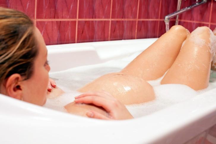 Почему при беременности на ранних и поздних сроках может тянуть низ живота как при месячных, когда следует бить тревогу?