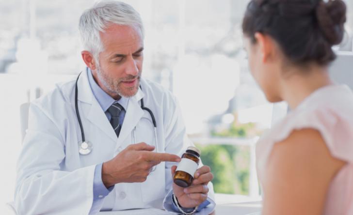 Какие витамины и микроэлементы обязательно нужно принимать в первом триместре беременности и для чего?