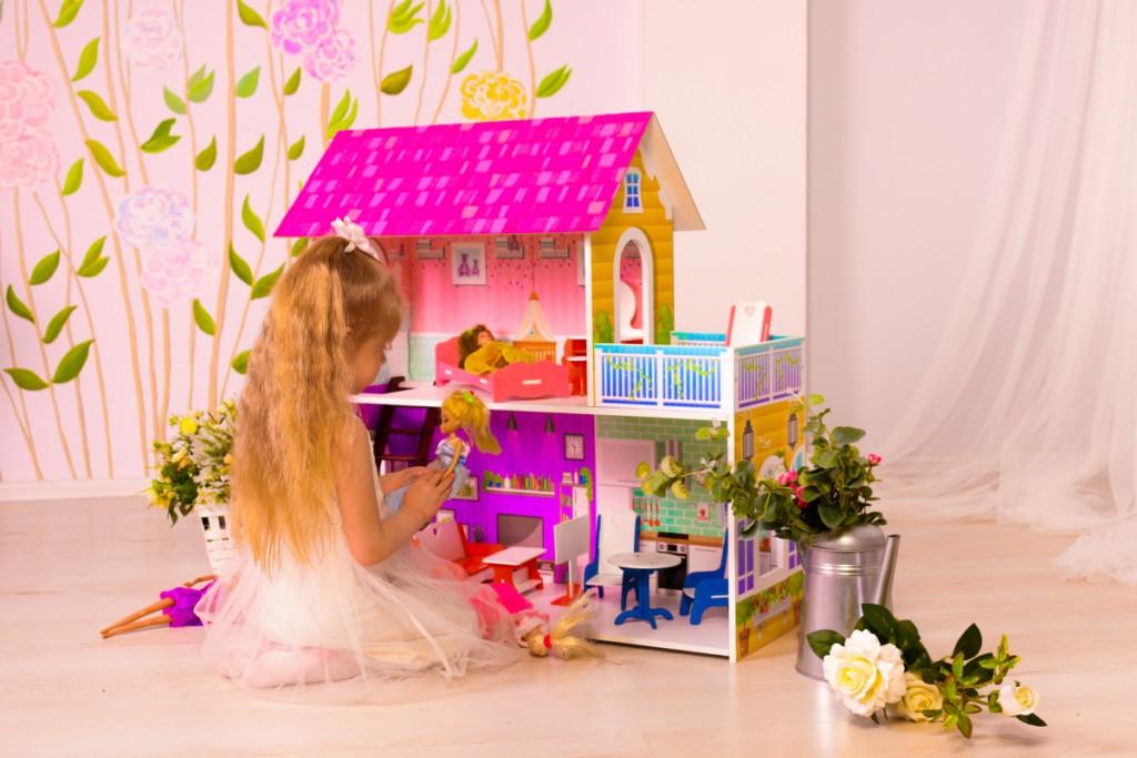 Подарок девочке на 3 года: что можно подарить ребенку на день рождения?
