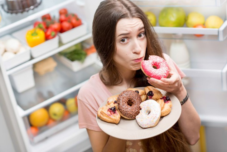 Постоянное чувство голода на ранних сроках беременности: почему все время хочется есть?