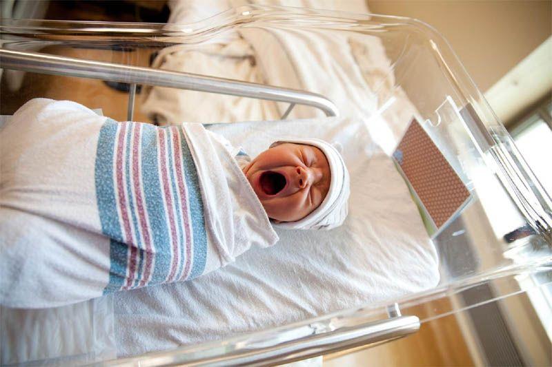 При родах младенец наглотался зеленых околоплодных вод: последствия для ребенка и лечение