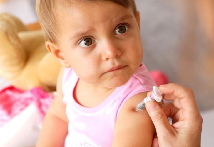 Симптомы аллергического ринита у ребенка, особенности лечения и отличия от простудного насморка