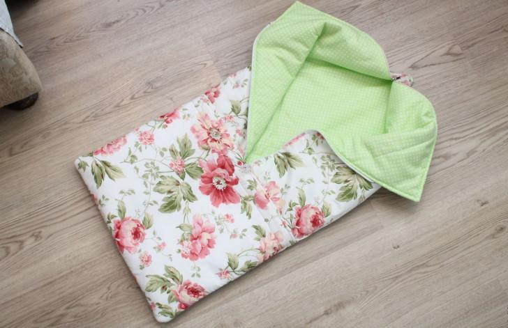 Конверт-трансформер на выписку для новорожденного, который разворачивается в полноценное квадратное одеяло