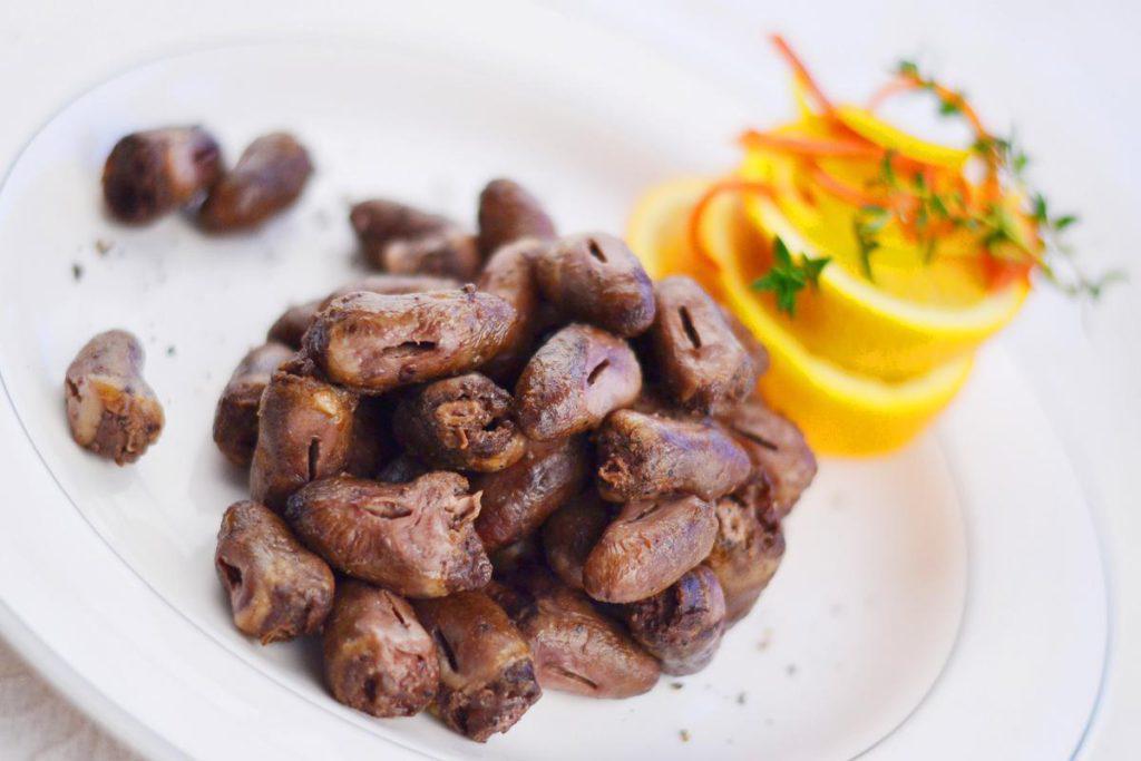 Польза и вред куриных сердечек для организма человека: состав, калорийность и БЖУ, применение в диете