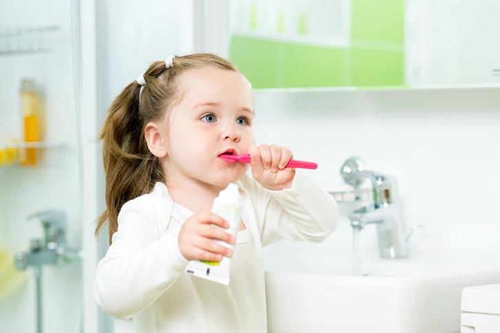 Как лечить стоматит у ребенка 2-4 лет, какие препараты можно использовать?