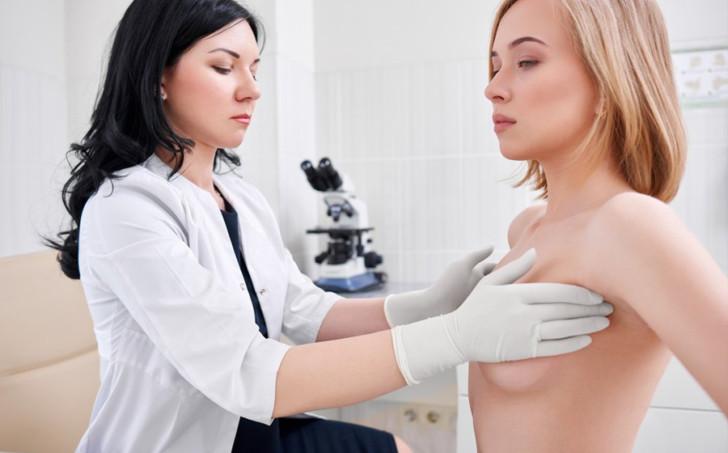 За неделю до месячных начала болеть грудь: почему появилась боль в грудных железах, как ее унять?