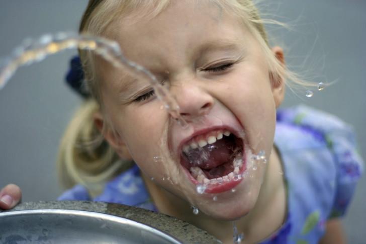 Как выглядит ветрянка во рту у детей, чем можно обработать слизистую, как правильно полоскать горло?