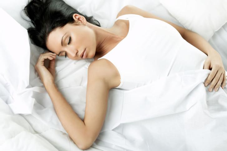 Почему нельзя долго спать на спине беременным: как можно лежать при беременности в 1-2 триместрах и перед родами?
