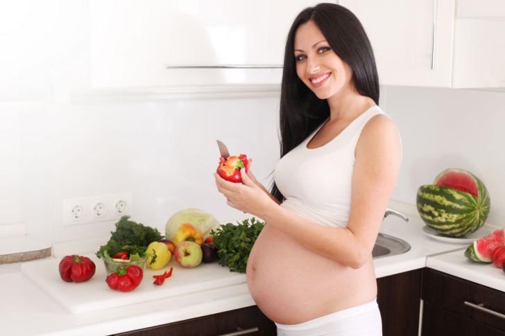 Покалывание внизу живота слева и справа при беременности на ранних и поздних сроках: в чем причина, что делать?