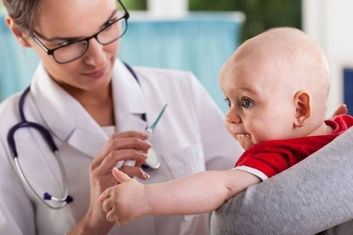 Когда ребенку делают прививку против коклюша, дифтерии и столбняка: график вакцинации и осложнения