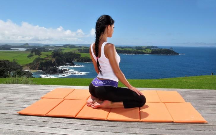 Йога для беременных в 1 триместре: какие упражнения можно и нельзя делать в домашних условиях?